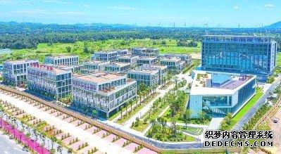 平潭新兴产业园区是实验区重点建设的高端产业园区。 念望舒 林映树 摄
