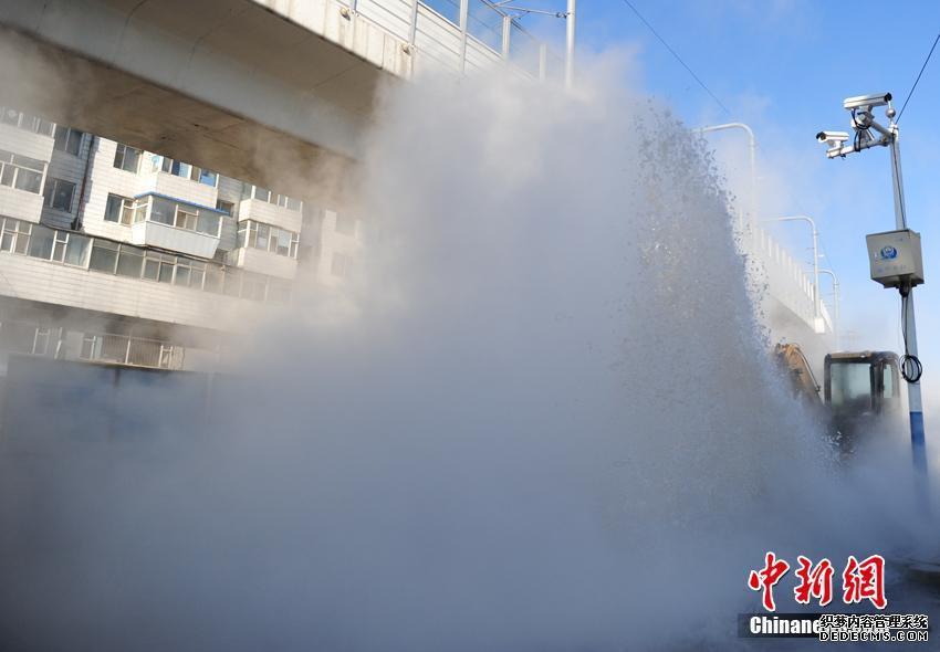 热烈欢迎深圳市、区、街道办领导一行莅临海清视讯参观考察